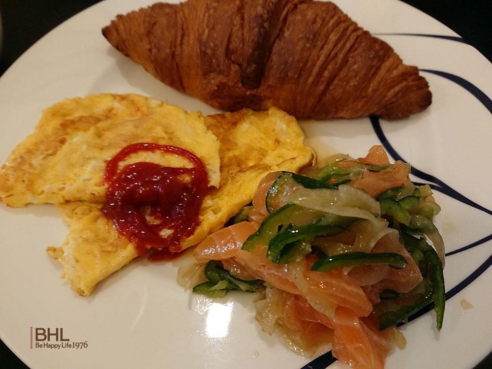 コストコ食材レシピメニュークロワッサン、卵、サーモン